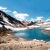 पहाड़ों की हथेलियों में चमचमाती झीलें