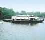 हरियाली के देश में पानी पर सफर