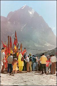 save the forest in hindi वन विभाग ने चिंतन मनन सभागार में वानिकी दिवस मनाया गया। वन विभाग और जिला विधिक प्राधिकरण के संयुक्त help people to save the forests: dfo.
